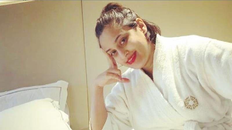 Singer Shweta Pandit Has No Clue Why Her Name Is Trending Worldwide; Twitterverse Enlightens Her - MIC DROP!