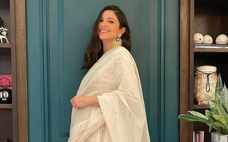 Heavily Pregnant Anushka Sharma Poses With Her Crew Decked Up In PPE Kits And Masks; Actress' Hairstylist Gets 'General Hospital' Feels - PIC