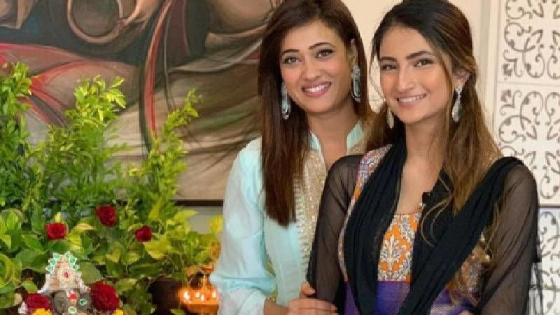 Shweta Tiwari Releases A Video Talking About Suffering From Domestic Violence; Advises Daughter Palak To Fight Her Own Battles - WATCH