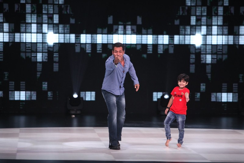 Aalok Shaw Dancing With Salman Khan