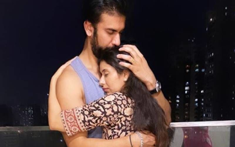 Charu Asopa And Rajeev Sen Patch Up; Wifey Reveals She Made Her Hubby Sign A Letter That He'll Never Leave Again - DEETS INSIDE