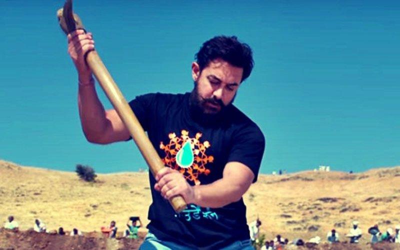 आमिर खान ने लोगों को पानी फाउंडेशन के लिए 'श्रमदान' करने के लिए प्रोत्साहित किया