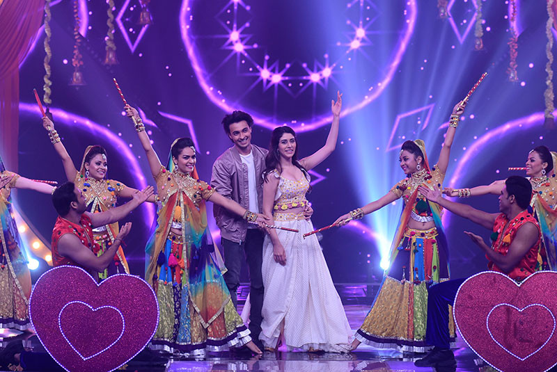 Aayush Sharma And Warina Hussain Promoting LoveYatri On The Sets Of StarPlus Dandiya Nights