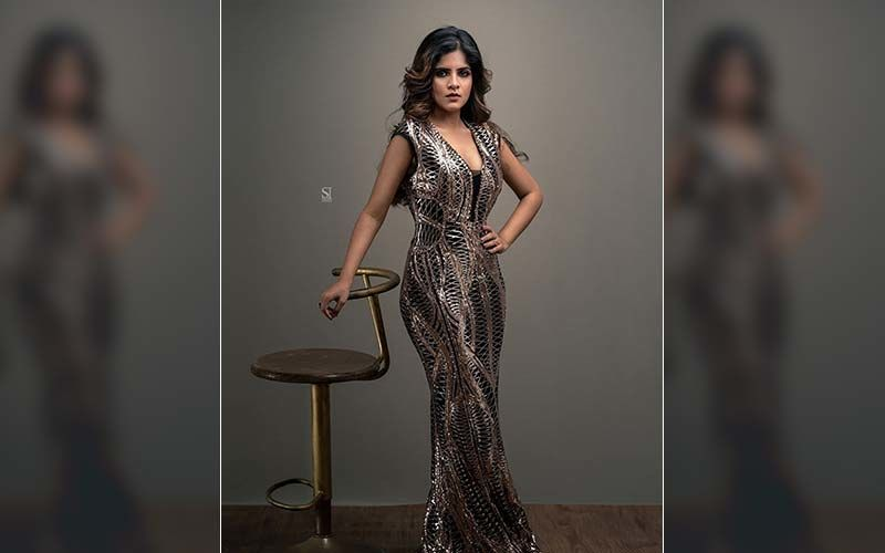 Amruta Deshmukh Looks Drop Dead Gorgeous In This Revealing Hot Champagne Gown