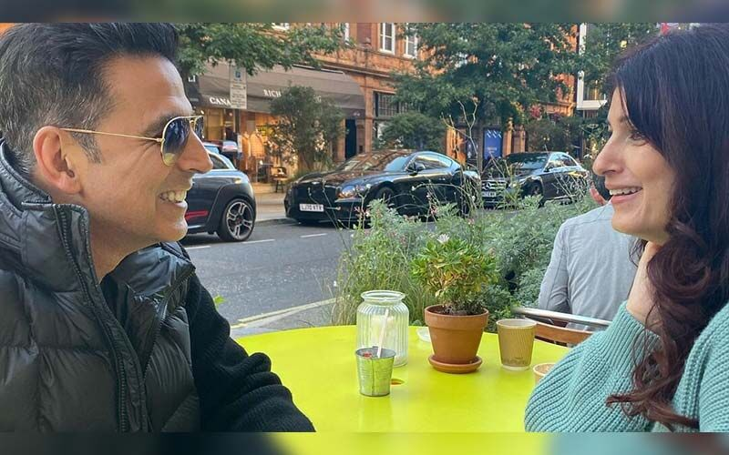 Twinkle Khanna Is All Smiles As She Engages In A Candid Discussion with Akshay Kumar, See PHOTOS