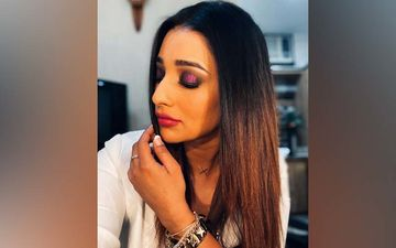 Sayantika Banerjee Recreates Madhuri Dixit's Iconic Purple Saree Look From 'Hum Aapke Hai Kaun'