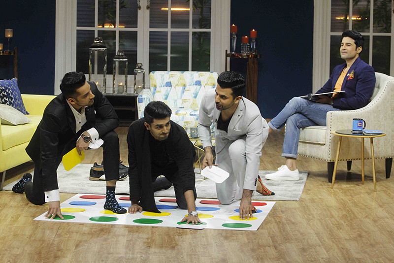 Akshay Mhatre With Karan Vohra And Manit Joura Enjoying A Game Of Twisters On The Sets Of Juzzbaat
