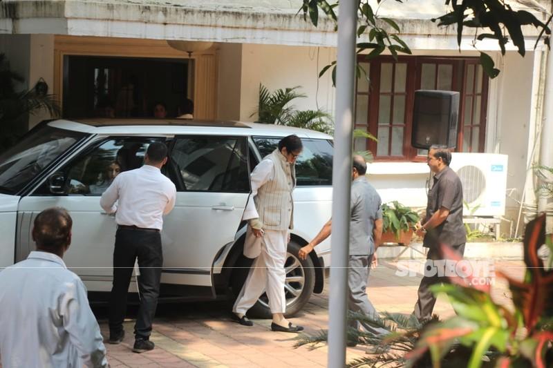 Amitabh Bachachan At Krishna Raj Kapoor Residence