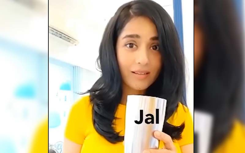 Amrita Rao Recreates Her 'Jal Lijiye' Scene From Vivah With A Twist And Leaves Fans In Splits; Husband Anmol Calls Her 'Naughty' - WATCH