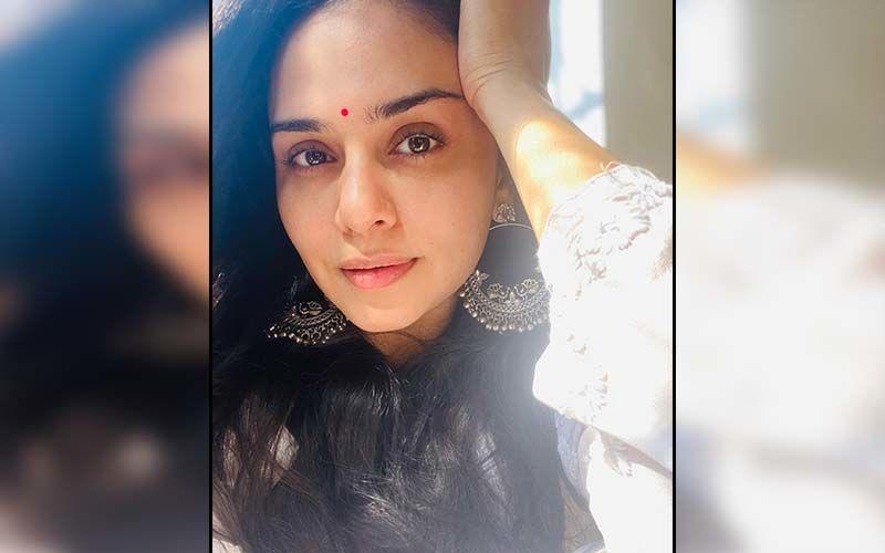 Amruta Khanvilkar Dressed To Slay At The Filmfare Awards 2020