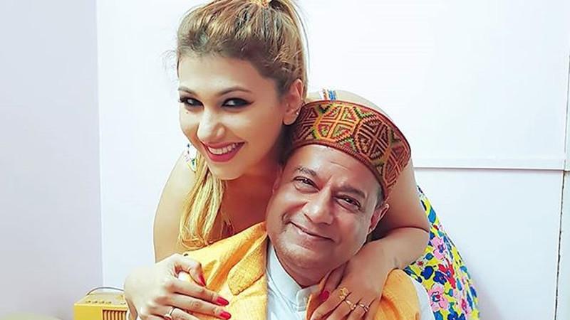 Anup Jalota And Jasleen Mathuru Are All Smiles