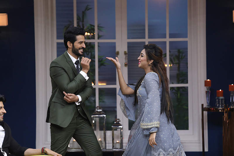 Arshi Khan And Hiten Tejwani Dancing On The Sets Of JuzzBaatt