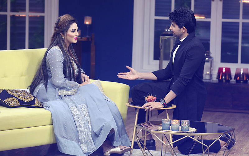 Arshi Khan Makes Husein Kuwajerwala Go Down On His Knees