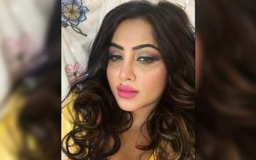 Bigg Boss 14's Arshi Khan Taken Aback After A Fan Suddenly Kisses Her Hand Without Consent At Mumbai Airport- VIDEO