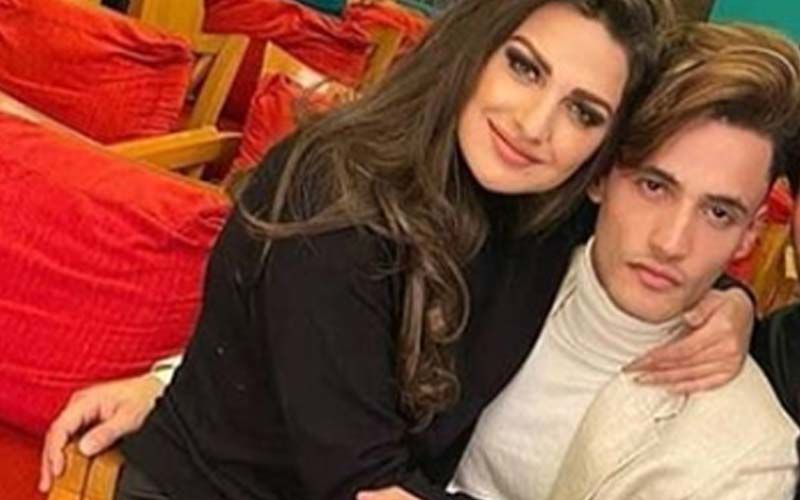Himanshi Khurana Sits On BF Asim Riaz's Lap To Pose; Oh, It's Lap Of Love - PIC