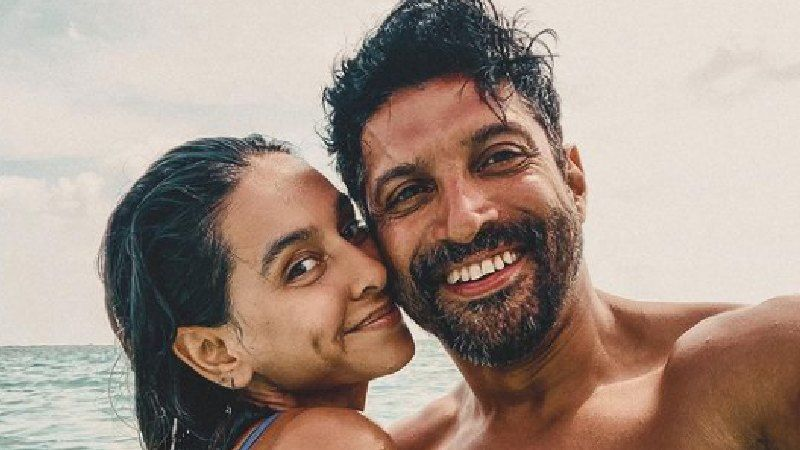 Shibani Dandekar Posts A Cosy Picture With Farhan Akhtar; Calls Her Beau 'Everything'- See Pic
