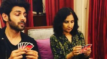 Kartik Aaryan Kickstarts Dhamaka 'Lekar Prabhu Ka Naam'; His Worried Mom's Expression Is Priceless