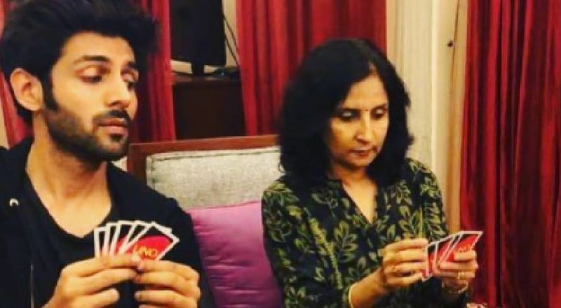 Kartik Aaryan Kickstarts Dhamaka 'Lekar Prabhu Ka Naam'; His Worried Mom's Expression Is Priceless
