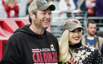 Blake Shelton And Gwen Stefani Go Out On A Disneyland Date With Parents