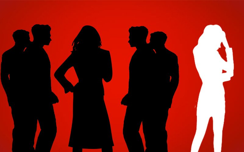 Men Ignore This Star And Make A Beeline For Her Hot Manager