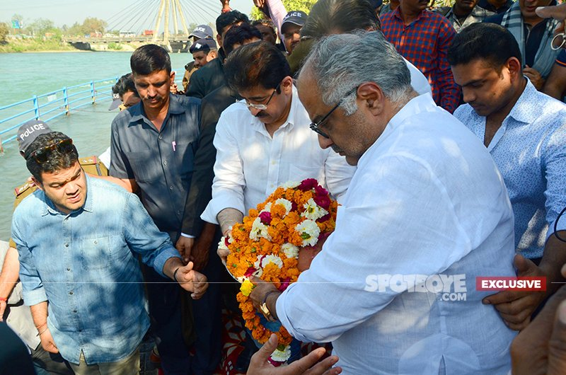 Boney Kapoor Submerges The Ashes Of Sridevi In Haridwar