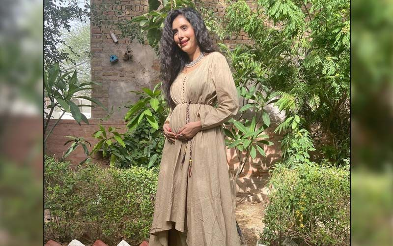 Charu Asopa Gets Emotional As She Announces She Is Expecting First Child With Hubby Rajeev Sen; Opens Up About Her Pregnancy Cravings - WATCH Video