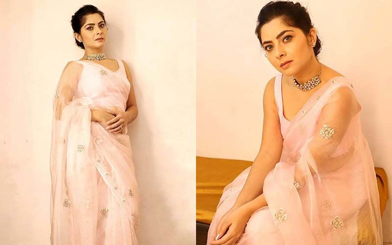 'Apsara' Sonalee Kulkarni's Looks Truly Like A Stunner Beauty In A Sheer Saree