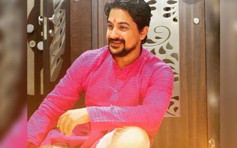 Actor Pushkar Jog Charms His Female Fans With A Million Dollar Smile