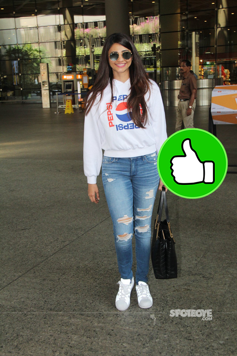 Daisy Shah Spotted At Mumbai Airport
