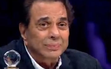 Dharmendra Moved To Tears As He Revisits His Childhood, Watch Video