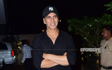 Fans Queue Up Outside Akshay Kumar's Hotel In Glasgow To Click Pictures With Him; Actor Obliges Whilst Maintaining Social Distancing - VIDEOS HERE