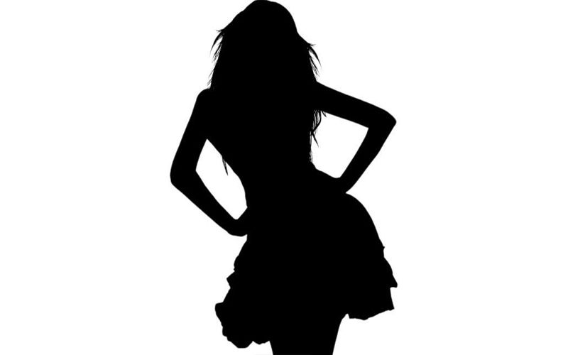 This Hot Actress Receives More Messages From Girls Than Guys