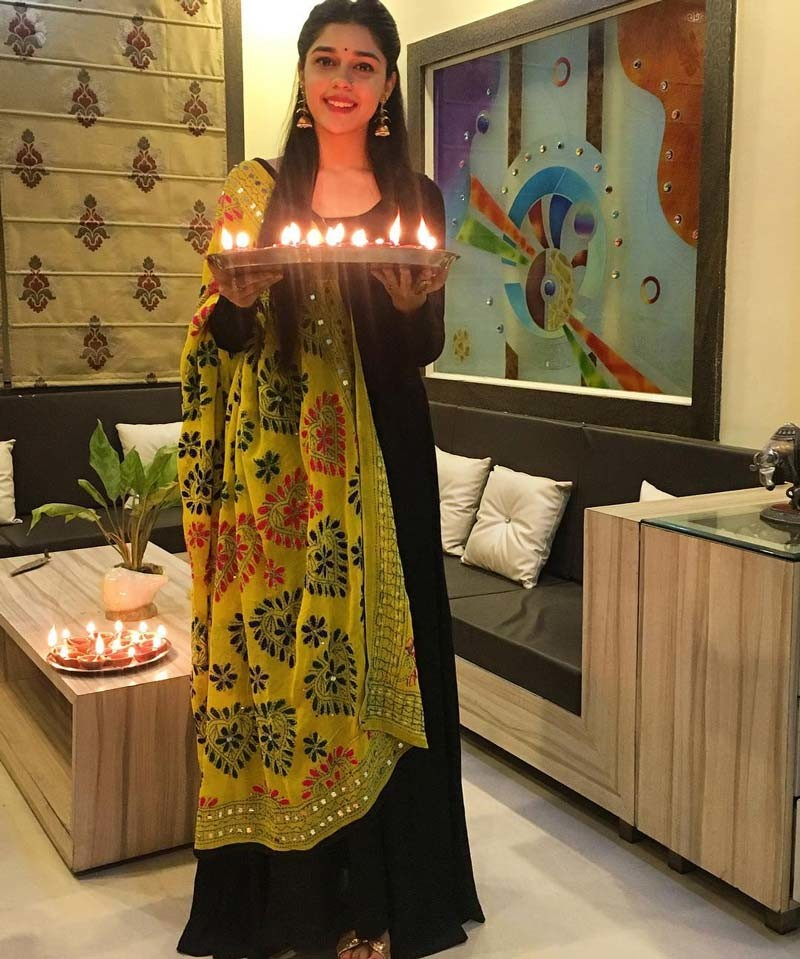 Eisha Singh Poses With Diwali Lamps