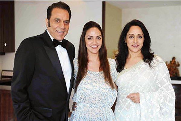 Esha Deol With Parents Hema Malini Dharmendra