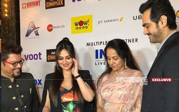 Ravishing Esha Deol And Hema Malini Captured In Videos At Cakewalk Premiere