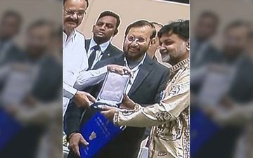 Srijit Mukherji Receives National Award For 'Ek Je Chhilo Raja', Shares Pictures At Instagram