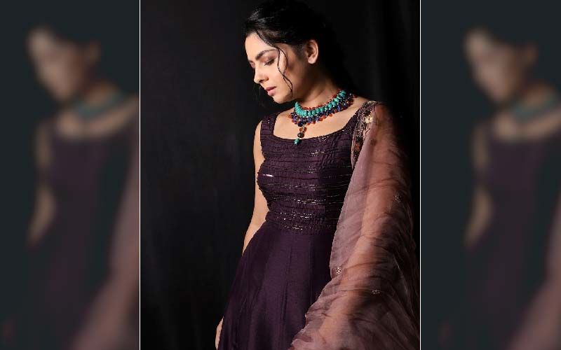 'Dhurala' Star Sonalee Kulkarni Redefines Ethnic Looks In Her New Photoshoot