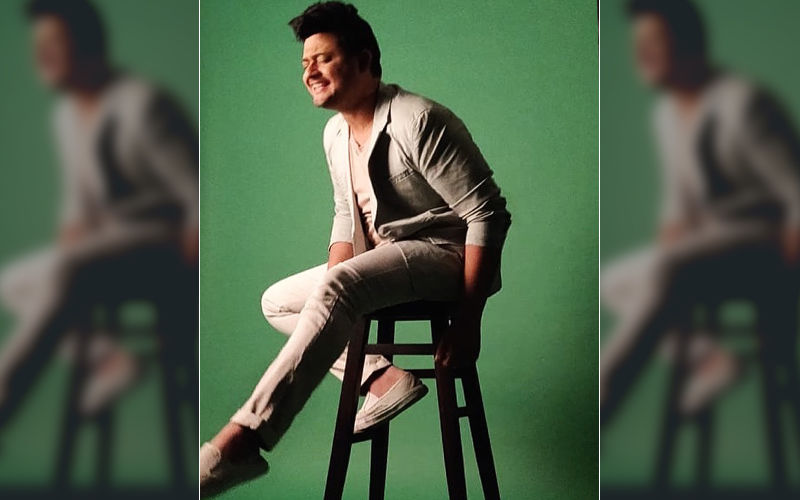 Swwapnil Joshi Looks Ravishing In This New Photo-shoot