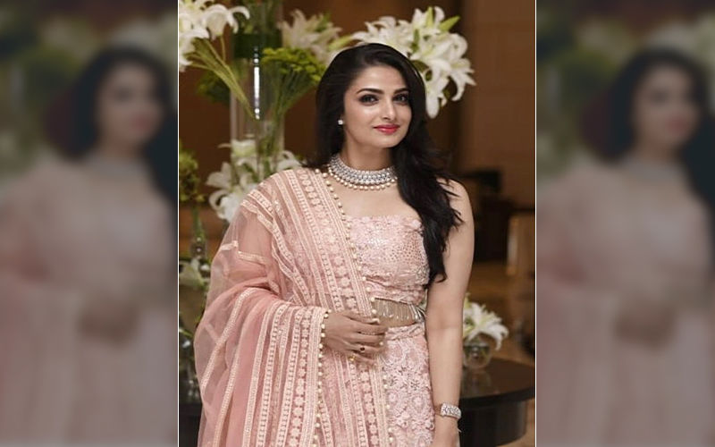 Tanusree Chakraborty Uploads 'Thank You' Video On Twitter to Connect With Fans