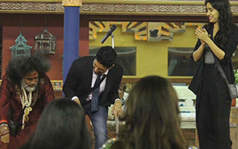 Bigg Boss 10, Day 20: Rock On!! 2 Cast Farhan And Shraddha Do A Head Bang With Swami Omiji