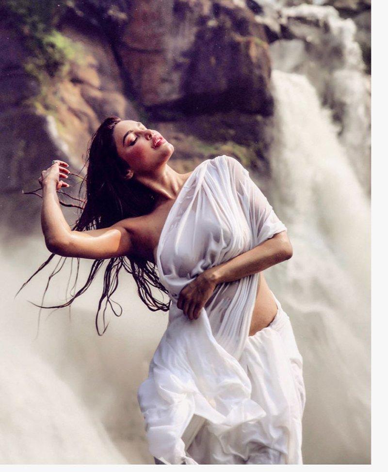 Gizele Thakral Does A Mandakini