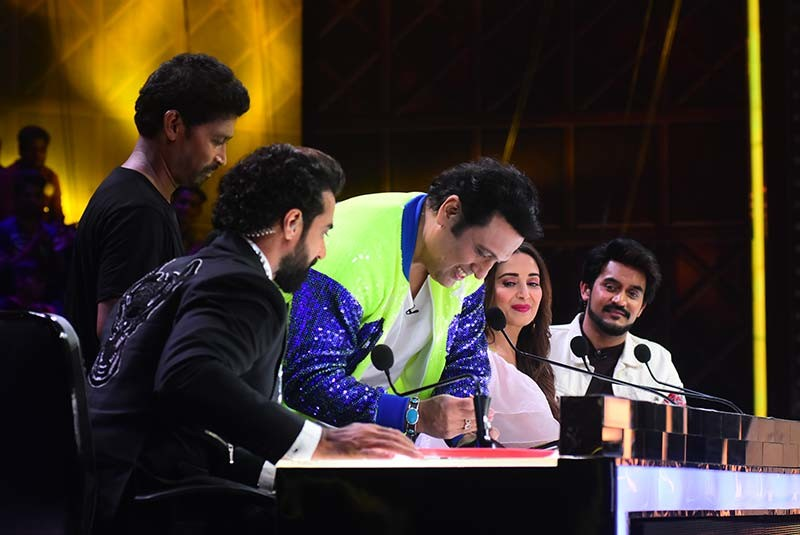 Govinda giving autograph to Gopal