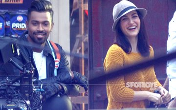 Elli AvrRam Goes Bold With Hardik Pandya, Cricketer Bowled Over By Her Charm