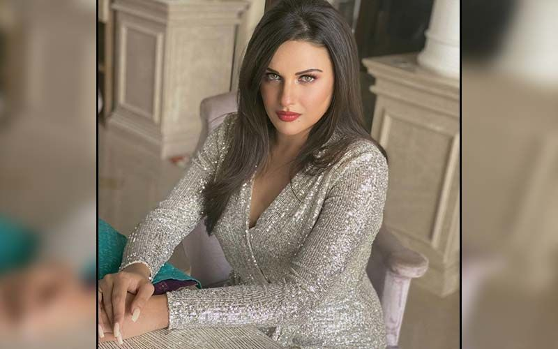 Himanshi Khurana's Latest Picture Will Give You Major Wedding Style Goals; Don't Miss It