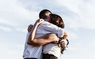 Happy Hug Day 2021: The Health Benefits Of Hugging You All Should Know About