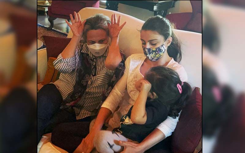 Soha Ali Khan Shares A Cute Goofy Picture Of Daughter Inaaya Playing With Grandma Sharmila Tagore And Reminds Everyone To Wear A Mask