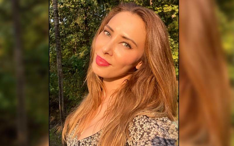 Iulia Vantur Thanks Fans For Showering Love On Her Song 'Seeti Maar' From Radhe; Reveals The Reason Behind Not Wearing A Mask - WATCH