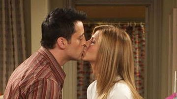Rachel Jennifer Aniston-Joey Matt LeBlanc Sharing A Passionate Lip Kiss In This Throwback Pic Will Make You Root For The Duo