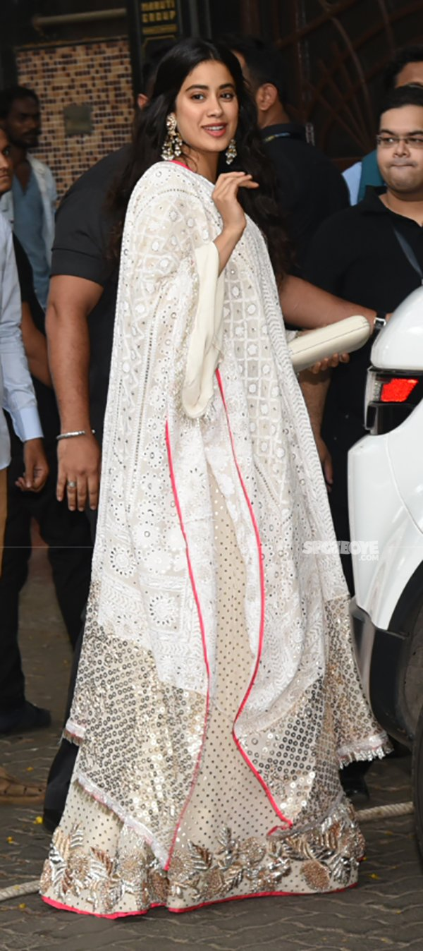 Janhvi Kapoor Arrives For Sonam Kapoor Mehendi