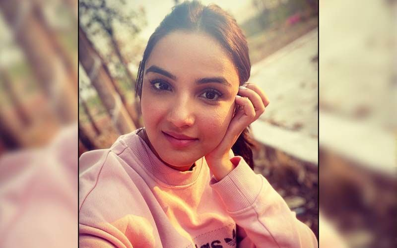 Bigg Boss 14's Jasmin Bhasin Make A Strong Requests To Fans Asking Them To Let Go Of All Negativity; 'Let's Understand The Gravity Of Situation Our Country Is Going Through'
